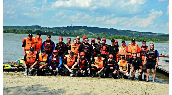 Szkolenia strażaków ratowników OSP zzakresu działań przeciwpowodziowych orazratownictwa nawodach